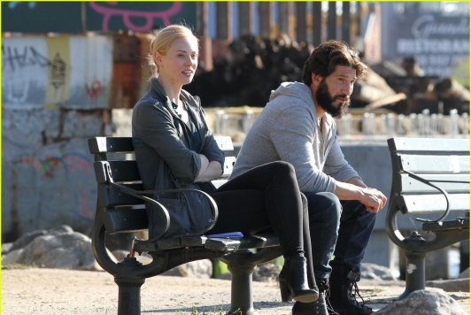 52195949 Jon Bernthal looks unrecognizable with long hair and full beard as the vigilante superhero 'The Punisher' filming with costar Deborah Ann Woll in Brooklyn's Kent avenue waterfront on October 5, 2016. FameFlynet, Inc - Beverly Hills, CA, USA - +1 (310) 505-9876