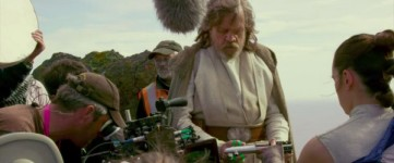 star-wars-the-last-jedi-behind-the-scenes-image-mark-hamill-600x250