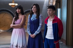 "THE GOOD PLACE -- ""Somewhere Else"" Episode 213 -- Pictured: (l-r) Jameela Jamil as Tahani, D'Arcy Carden as Janet, Manny Jacinto as Jianyu -- (Photo by: Colleen Hayes/NBC)"